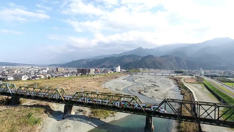 加茂川橋アンパンマン列車