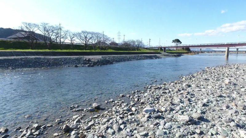 加茂川メロディ橋付近